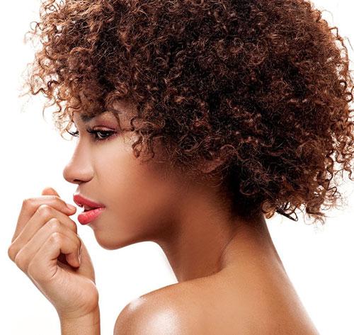 L'huile de jojoba est parfaite pour tous types de cheveux